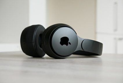 Airpods Studio: Conquering the Noise-Cancelling Headphones Market