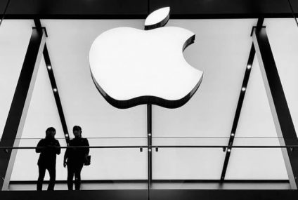 Apple Head of Security Faces Lawsuit For Bribing an Officer with iPads for Gun License