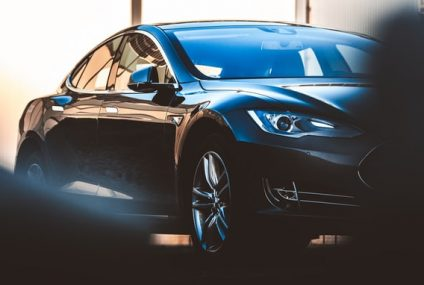 Tesla Model S Brings New Steering Wheel! Specs You Need to Know