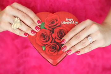 Want to surprise a special man this Valentine's Day? 3 gifts that can win his heart.