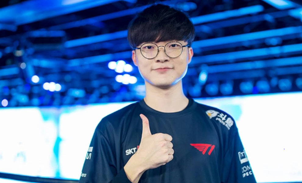 Faker Clarifies He BENCHED Himself From T1's Lineup-- LoL Update!