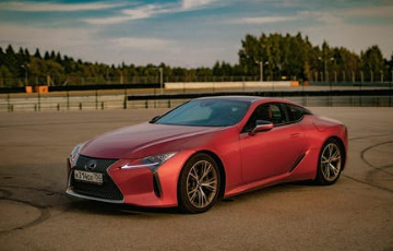 2022 Lexus ES: Actual Touch Screens You Can Use With no Trackpad