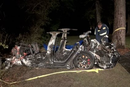 """Tesla Fiery Smash: Two Killed With """"No One"""" Driving"""