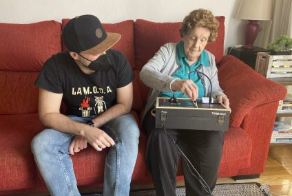 Yayagram: A DIY Wholesome Device For The Elderly