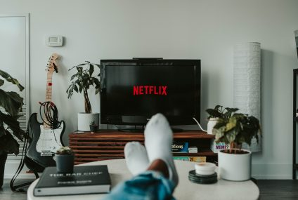 """Netflix's Newest Shuffle Feature Called """"Play Something"""": How To Use?"""