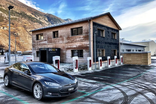 Tesla Brakes Promise? Driver Sues It For Idle Fees In Supercharger Stations